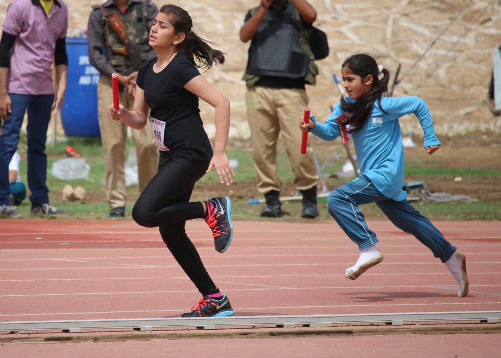 Girls-relay-start-sm