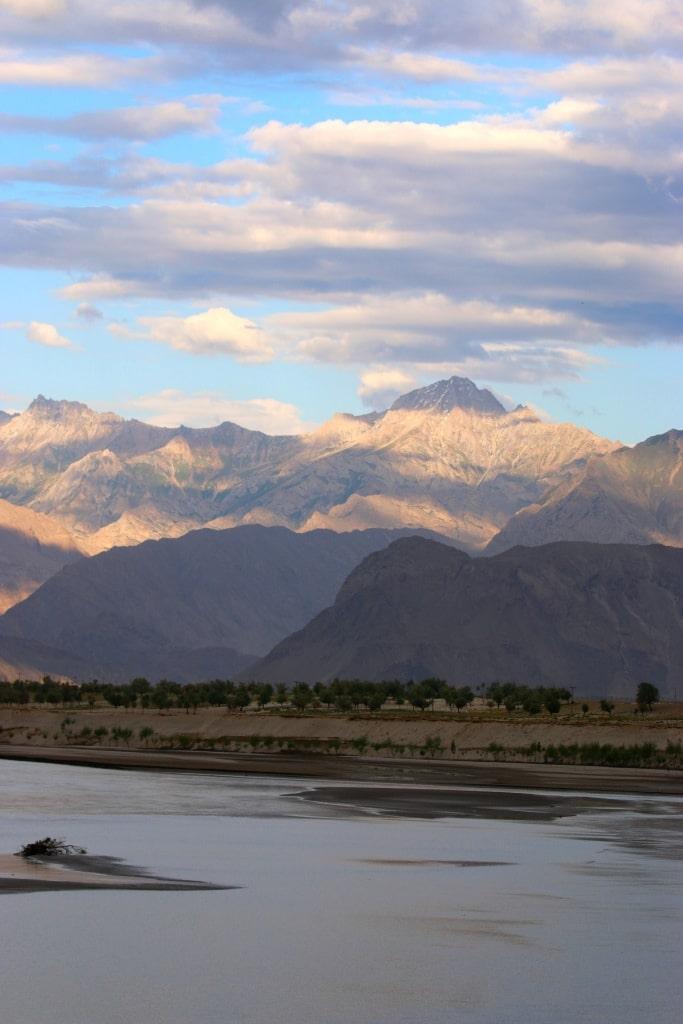 skardu-mountain-cloudcover-riverbed-sm