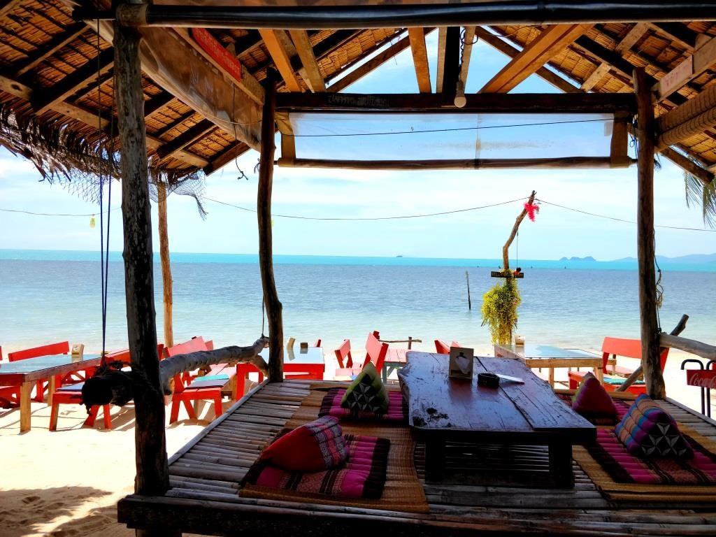 Koh Samui - white sandy beaches.