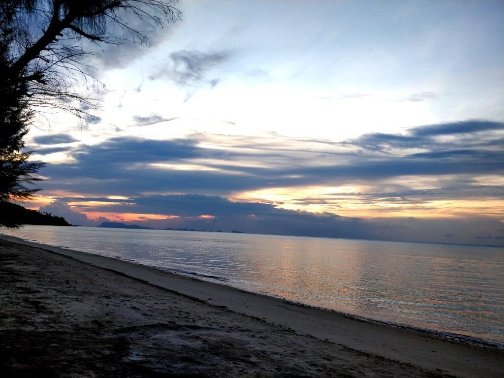 A Samui sunset by the beach